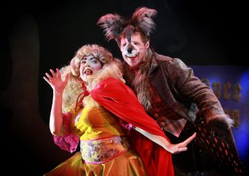 Julie Maxwell as Goldiesocks and Mathew Forsyth as The Wolf