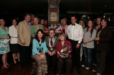 Lord Mayor with cast and group
